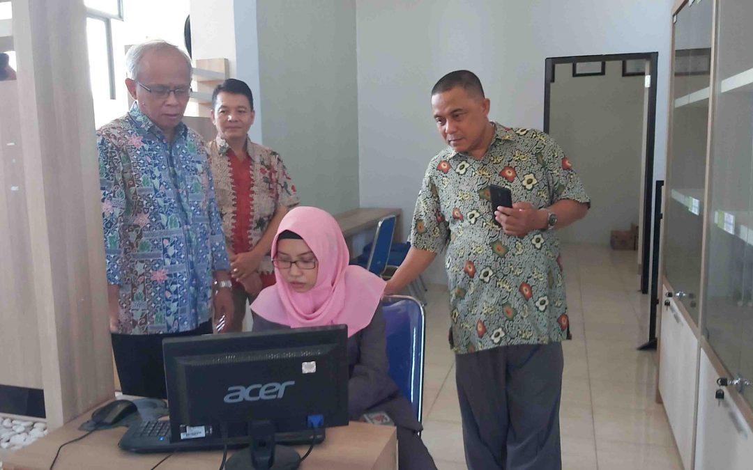 Tim Asesor BAN PT Lakukan Visitasi Akreditasi di Fakultas Sastra Universitas Gresik